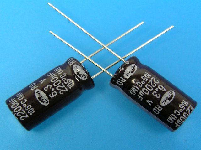 2200uF/6,3V - 105°C Samwha RD kondenzátor elektrolytický