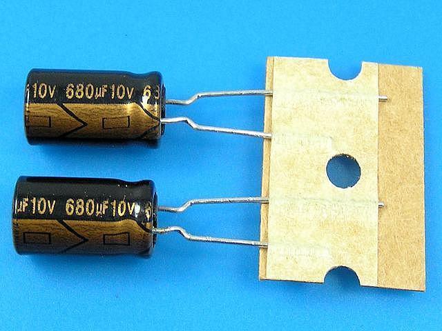 2700uF/10V - 105°C Nippon SXE kondenzátor elektrolytický
