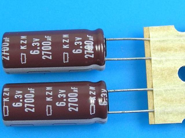 2700uF/6,3V - 105°C Nippon KZM kondenzátor elektrolytický, low ESR, long life, high ripple current