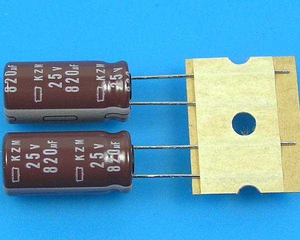 820uF/25V - 105°C Nippon KZM kondenzátor elektrolytický, low ESR, long life, high ripple current