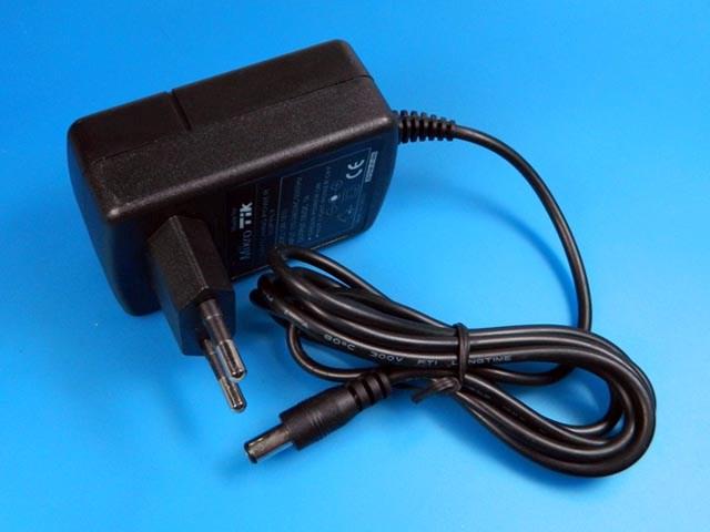 Napaječ EVOLVEO GLOBAL LITE PLUS napájecí zdroj pro notebooky USB port 1A