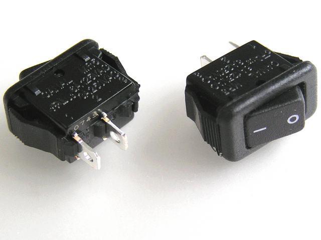 Vypínač kolébkový miniaturní CA MR5-110-F5-BBWC-3 černý ON-OFF
